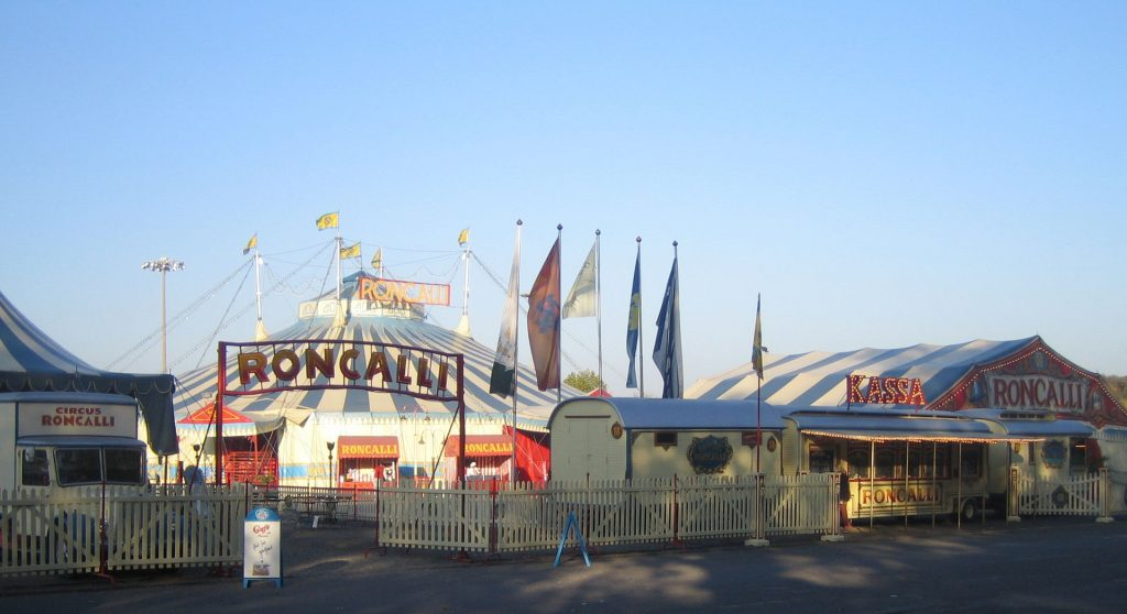 circus roncalli chapiteau